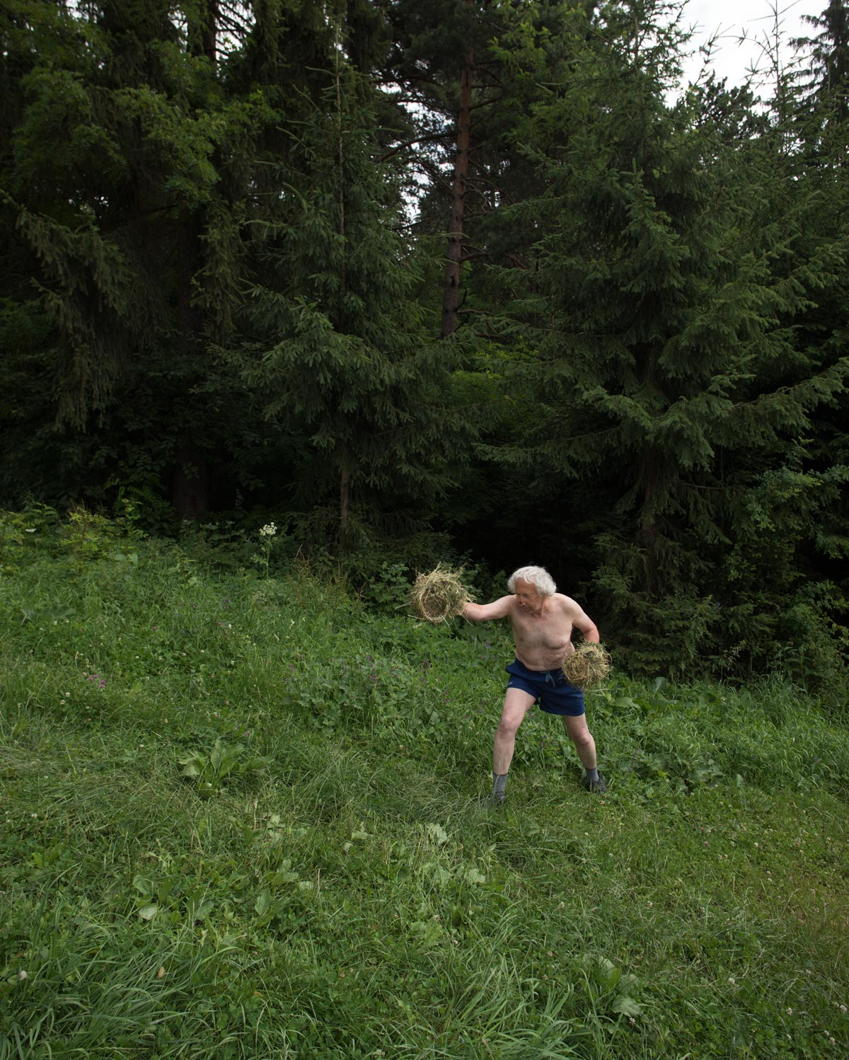 "boxing with nature, ""Global Nomadic Art Project - East Europe (Roumanie)"" © les Fujak 2017"